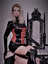 Mistress Aura Amazon Erzieherin & Fetischistin