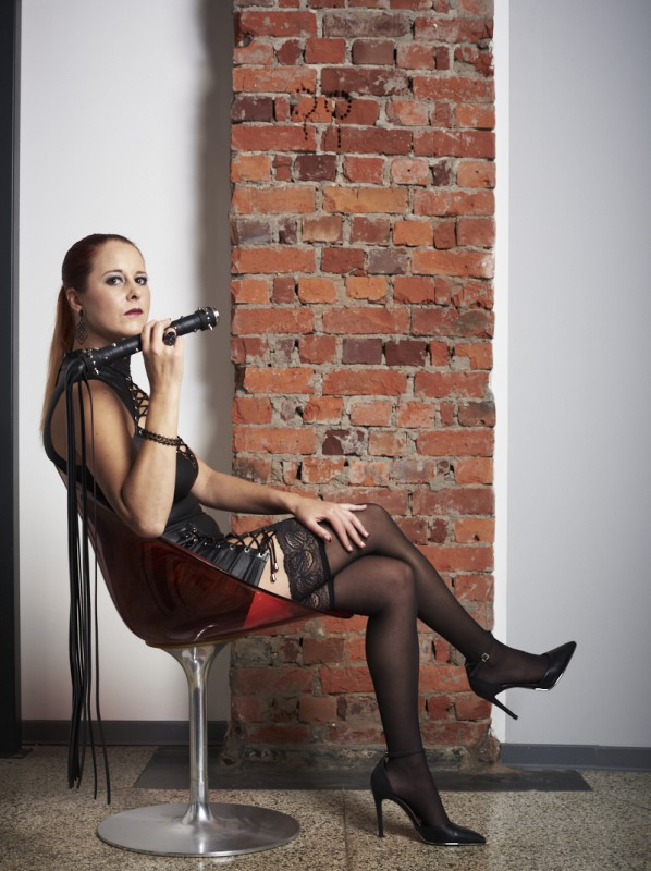 Domina Lady RedPearl im Domina-Studio Refugium in Hamburg