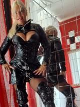 Latex-Gummikleidung, Studioeinrichtung im BDSM Markt